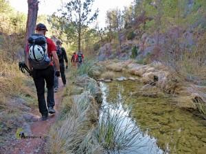 caminando junto al río Carbó