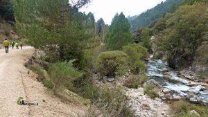 Por el otro margen del río Castril, terminamos el último tramo por pista hasta el camping el Cortijillo