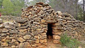 Otra de las casetas en piedra en seco