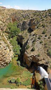 Al otro lado de la presa, contemplamos el cañón del río Guadalaviar por donde hemos venido